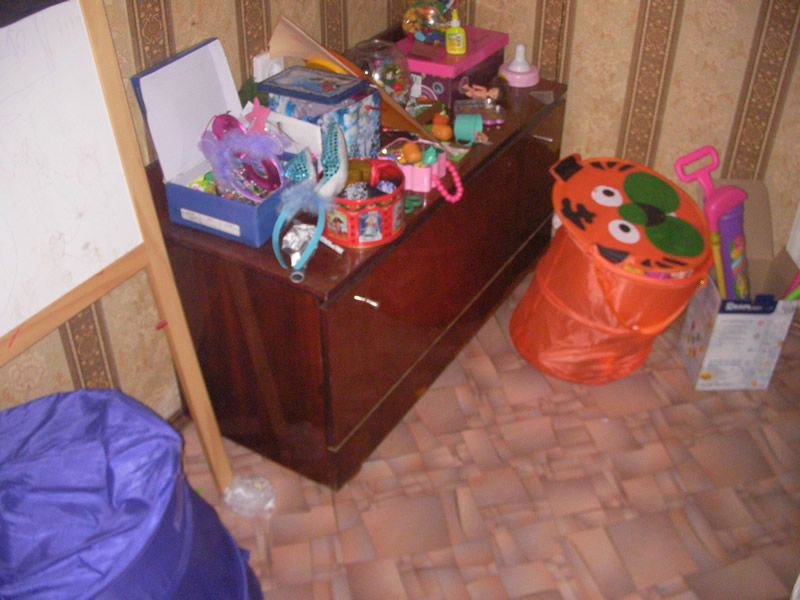 Шкаф под которым спрятанные деньги