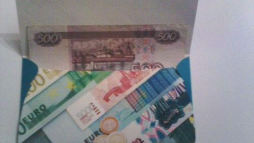 Кладем деньги в конверт